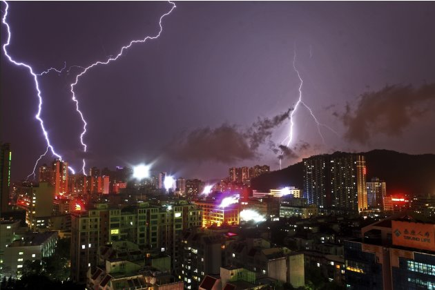 Lightning flashes in the sky in Zhuhai