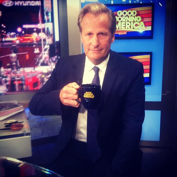 Jeff Daniels in a real #newsroom!
