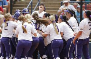 Softball teams take shelter in Oklahoma storm