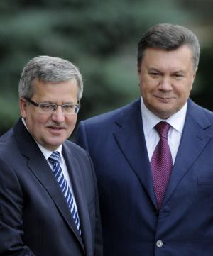 Poland urges Ukraine to make East-West choice