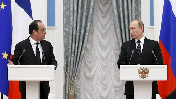 Russia's President Vladimir Putin and his French counterpart Francois Hollande attend a news conference after a meeting at the Kremlin in Moscow