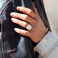 Jennifer Aniston's engagement ring finally makes its debut.