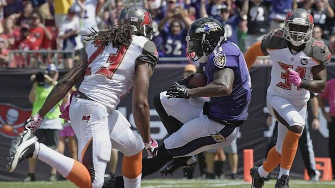 Kamar Aiken (11) catches a pass for a touchdown on a 17-yard pass play