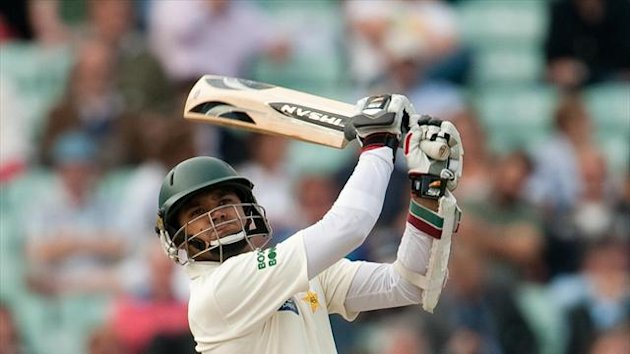 Azhar Ali reached lunch unbeaten on 27 for Pakistan