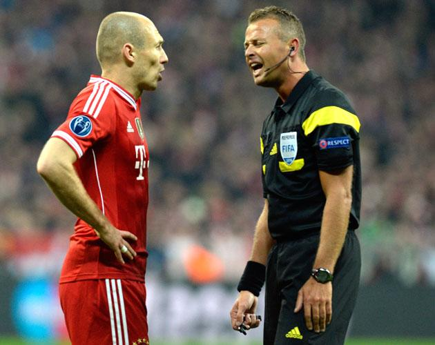 Bayern Munich progress soured by Arjen Robben's dismal conduct
