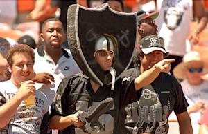 Oakland Raiders fans cheer the return of the Raiders …