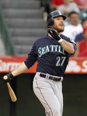 Mariners beat Angels 7-4 behind Iwakuma