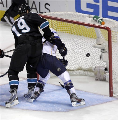 Elliott leads Blues to 2-1 win vs Sharks in Game 4