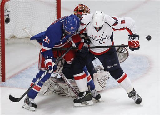 Rangers strike twice on late PP, stun Capitals 3-2