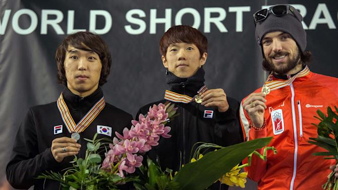 Sin Da-woon, center, of South Korea shows his gold medal with second placed compatriot Kim Yun-jae, left, and Charles Hamelin of Canada during the medal ceremony of men's 1500m at the tShort Track Speed Skating World Championships in Debrecen, Hungary, Friday, March 8, 2013. (AP Photo/MTI, Tibor Illyes)