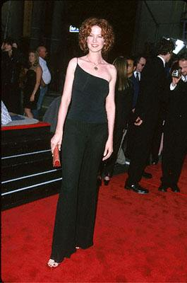 Premiere: Jenna Elfman at the Mann's Chinese Theater premiere of Warner Brothers' Battlefield Earth - 5/10/2000