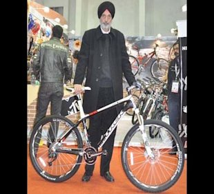 Shivinder Singh, MD, Firefox Bikes with Bikes Trek Madone 3.1