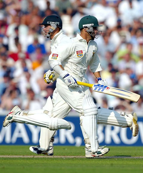 Herschelle Gibbs and Gary Kirsten of South Africa pile on the runs
