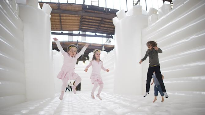 """""""White Bouncy Castle"""" Art Installation Lures Visitors To Dance"""