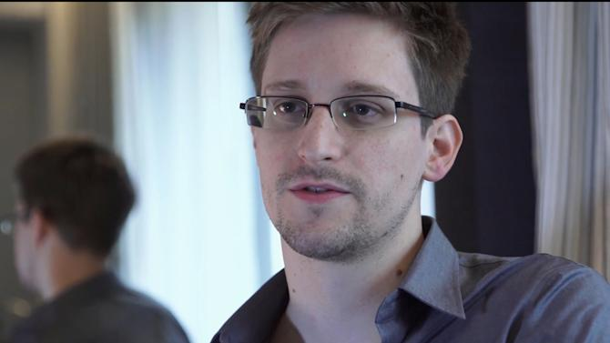 "FILE - This June 9, 2013 file photo provided by The Guardian Newspaper in London shows National Security Agency leaker Edward Snowden, in Hong Kong. Snowden wrote in ""an open letter to the Brazilian people"" published early Tuesday, Dec. 17, 2013 by the respected Folha de S. Paulo newspaper that he would be willing to help Brazil's government investigate U.S. spying on its soil, but that he could do so only if granted political asylum. (AP Photo/The Guardian, Glenn Greenwald and Laura Poitras, File)"