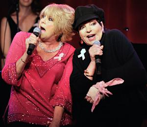 Liza Minnelli Breaks Wrist, Still Performs With Sister Lorna Luft for NYC Benefit