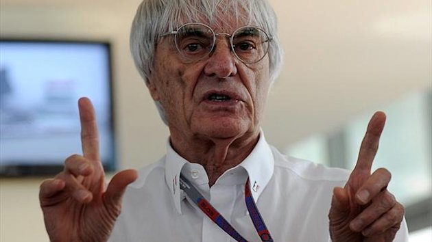 Formel 1-Boss Bernie Ecclestone rgt Ferrari