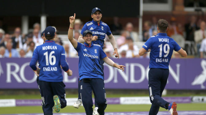 England's Joe Root and Alex Hales celebrate with Chris Woakes after taking the wicket of Pakistan's Azhar Ali