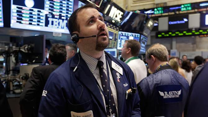 Disappointing reports help push US stocks down