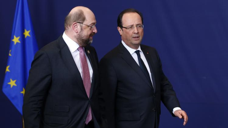 European Parliament President Schulz talks with France's President Hollande during a European Union leaders summit in Brussels
