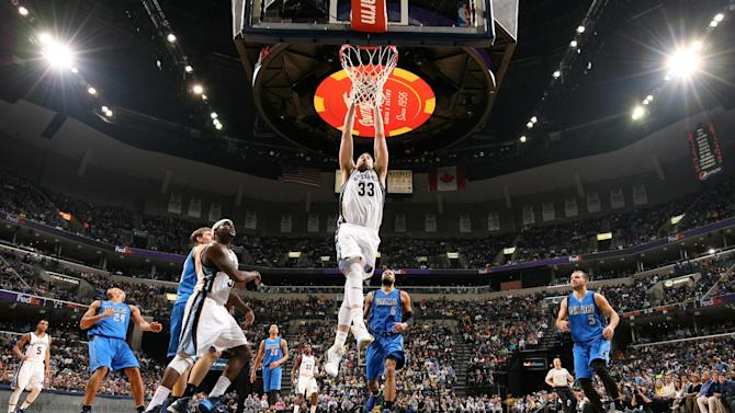 Nowitzki's late points lead Mavericks past Grizzlies 103-95