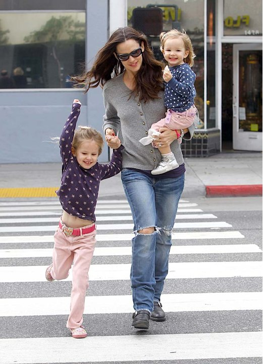 Jennifer Garner With GirlsSM