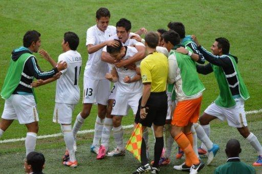 Mexico's forward Oribe Peralta (C) celebrates with teammates after scoring against Japan