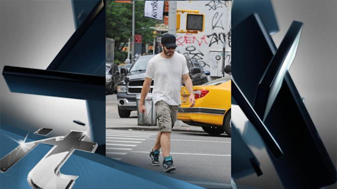New York Breaking News: Jake Gyllenhaal Goes Incognito In New York!