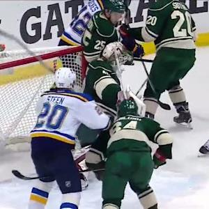 Oshie sneaks one by Dubnyk late in the period
