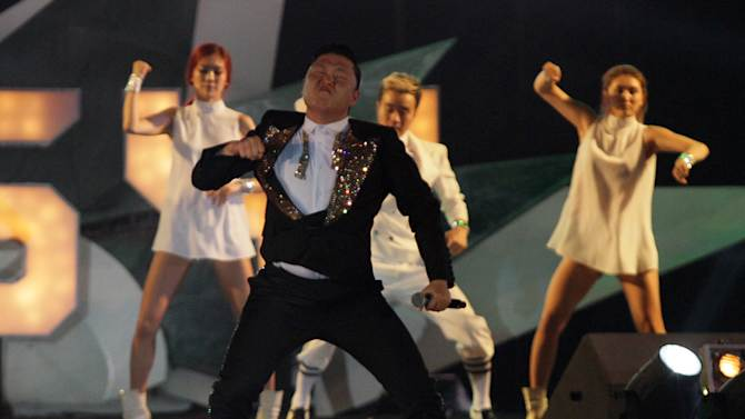 """South Korean rapper PSY, who sings the popular """"Gangnam Style"""" song, performs concert  in Bangkok,Thailand, Wednesday, Nov. 28, 2012.(AP Photo/Sakchai Lalit)"""