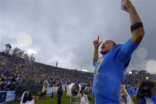 No. 17 UCLA knocks off No. 21 USC 38-28