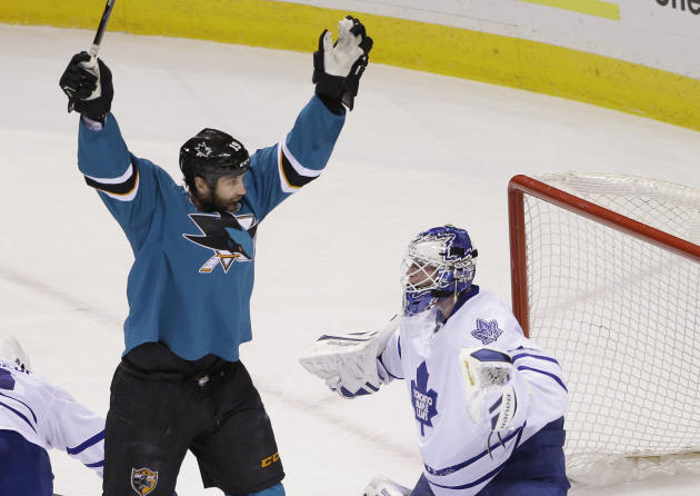Pavelski scores twice as Sharks beat Leafs 6-2