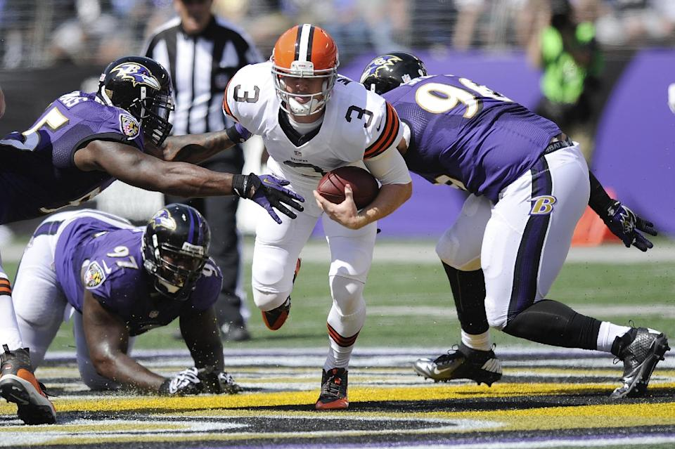 Browns QB Weeden has sprained thumb, may miss time
