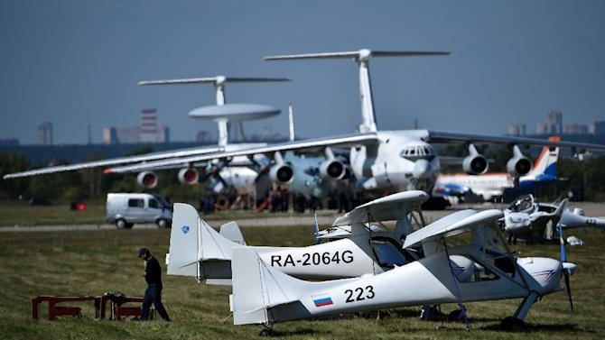 Technicians prepare Ilyushin Il-76TD long-haul cargo aircrafts (background) for the upcoming Maks-2015, the Int'l Aviation and Space Show, in Zhukovsky, outside Moscow, on August 21, 2015