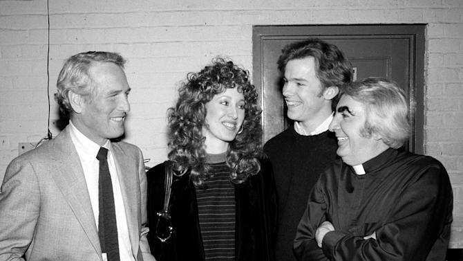 """FILE - In this March 3, 1982 file photo, actor Paul Newman, left, and his daughter Susan visit backstage at the Booth Theater to chat with actors Michael O'Keefe, second from right, and Milo O'Shea, far right, who appear in the play """"Mass Appeal,"""" in New York. Irish actor O'Shea, whose many roles on stage and screen included a friar in Franco Zeffirelli's """"Romeo and Juliet,"""" an evil scientist in """"Barbarella"""" and a Supreme Court justice on """"The West Wing,"""" has died in New York City. He was 87. (AP Photo/Carlos Rene Perez, File)"""