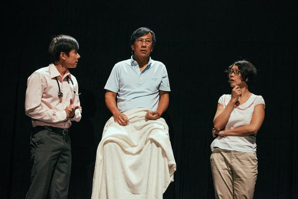 Everything But The Brain is the theatre equivalent of a XinYao tune, perfect for those wandering and frustrated with the passing of time and today's Singapore.