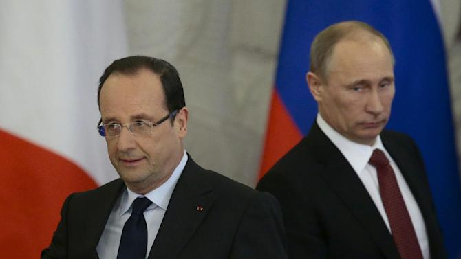 Russia's President Vladimir Putin, right, and France's President Francois Hollande arrive for a news conference, in Moscow, Russia, on Thursday, Feb. 28, 2013. (AP Photo/Ivan Sekretarev)