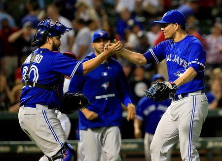 Blue Jays thankful of Rangers gifts in 6-5 victory