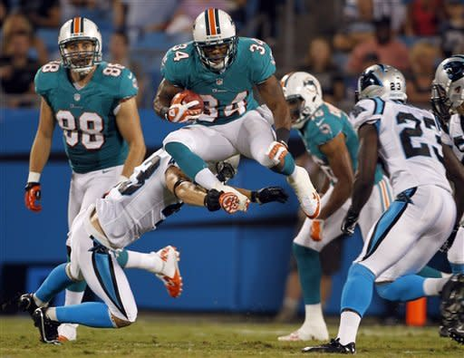 Newton outshines Tannehill in Panthers 23-17 win
