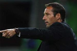 """""""¡Viva Mexico!"""" exclaims new Chivas manager John Van't Schip upon arrival"""
