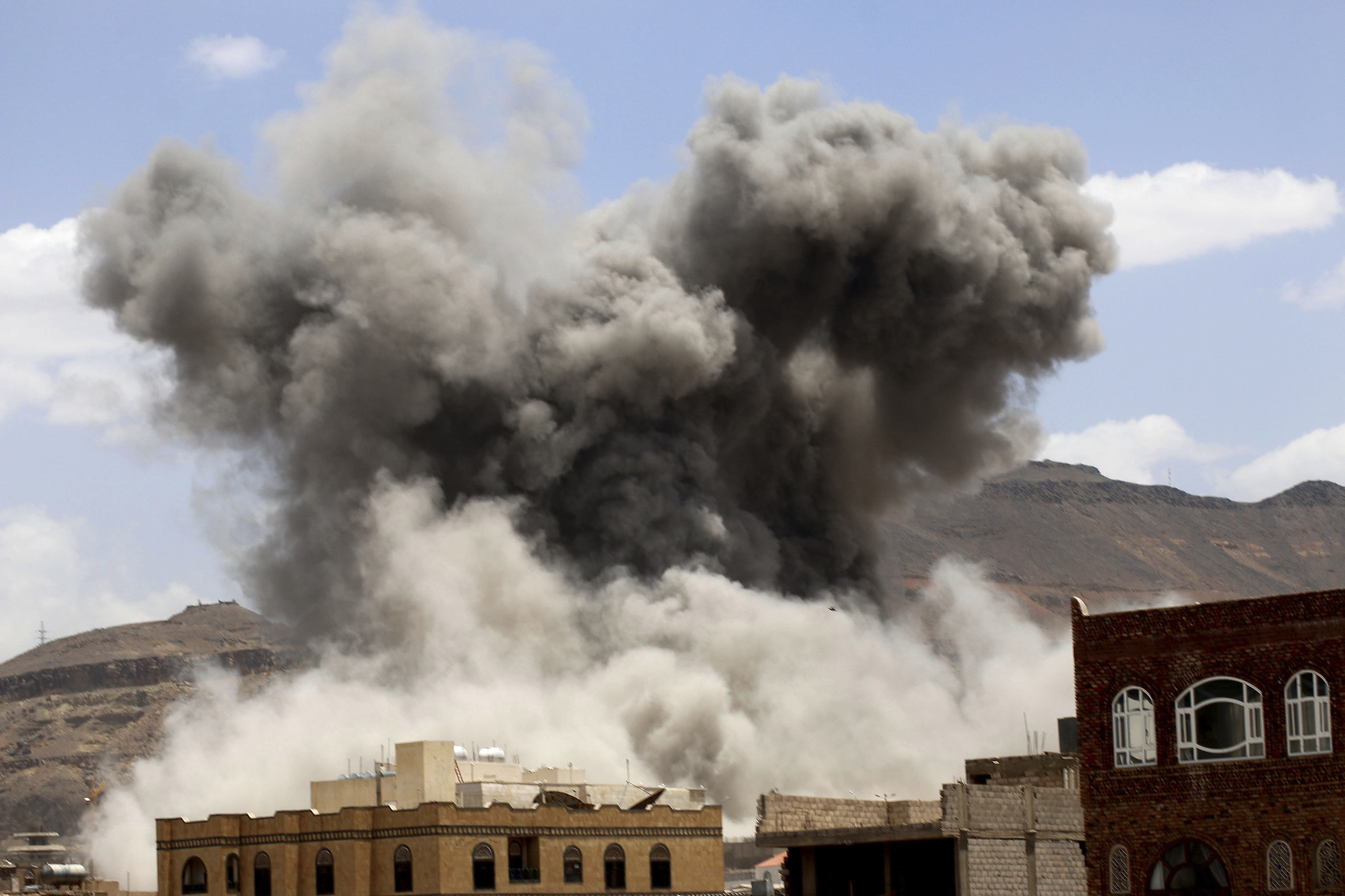 Yemeni politicians say UN peace talks indefinitely postponed