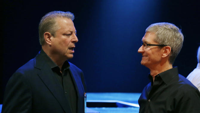 APPLE EVENT: New software, MacBooks, music