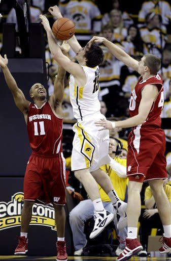 Iowa knocks off No. 16 Wisconsin 67-66