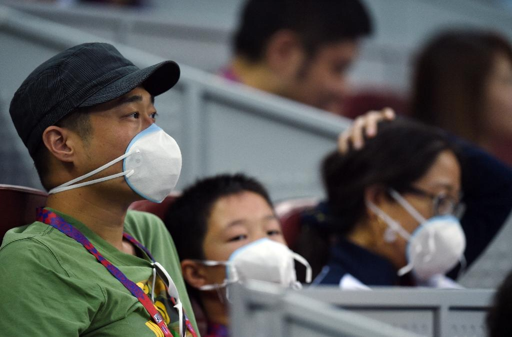 Vomit, facemasks as 'extreme smog' clouds China Open