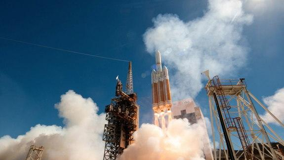 America's Largest Rocket Launches Top-Secret Spy Satellite