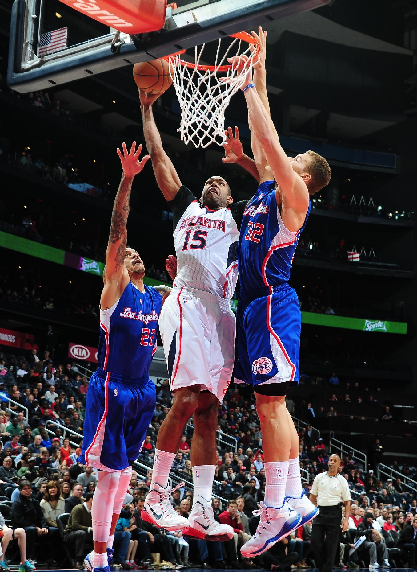 Carroll's 25 lead Hawks past Clippers, 107-104