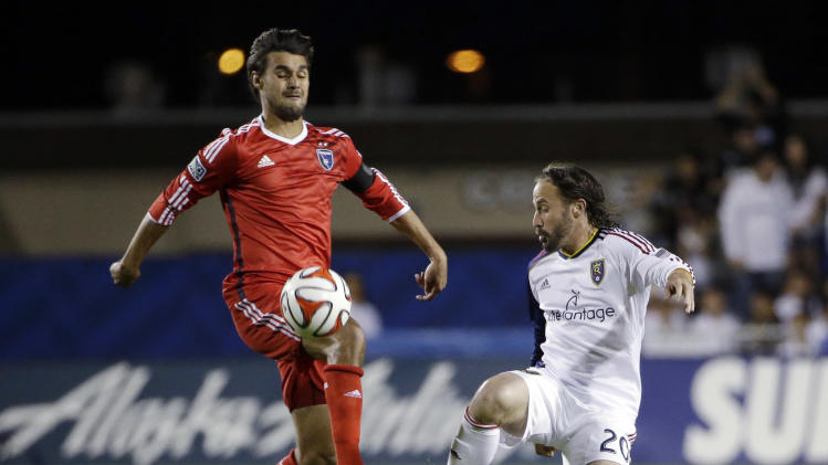 Chris Wondolowski helps Earthquakes tie Crew