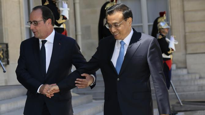 French President Francois Hollande welcomes Chinese Premier Li Keqiang at the Elysee Palace in Paris