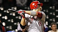Le premier-but des Reds de Cincinnati Joey Votto subira une opration pour rparer une dchirure au cartilage du genou gauche. Cette blessure le tiendra  l&#39;cart du jeu de trois  quatre semaines