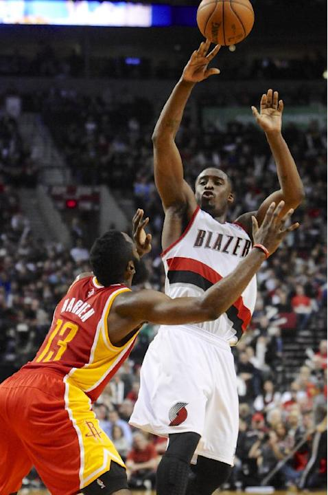 Aldridge leads Trail Blazers past Rockets, 111-104
